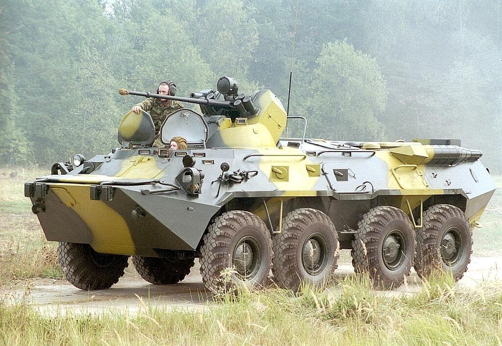 БТР на боевой позиции