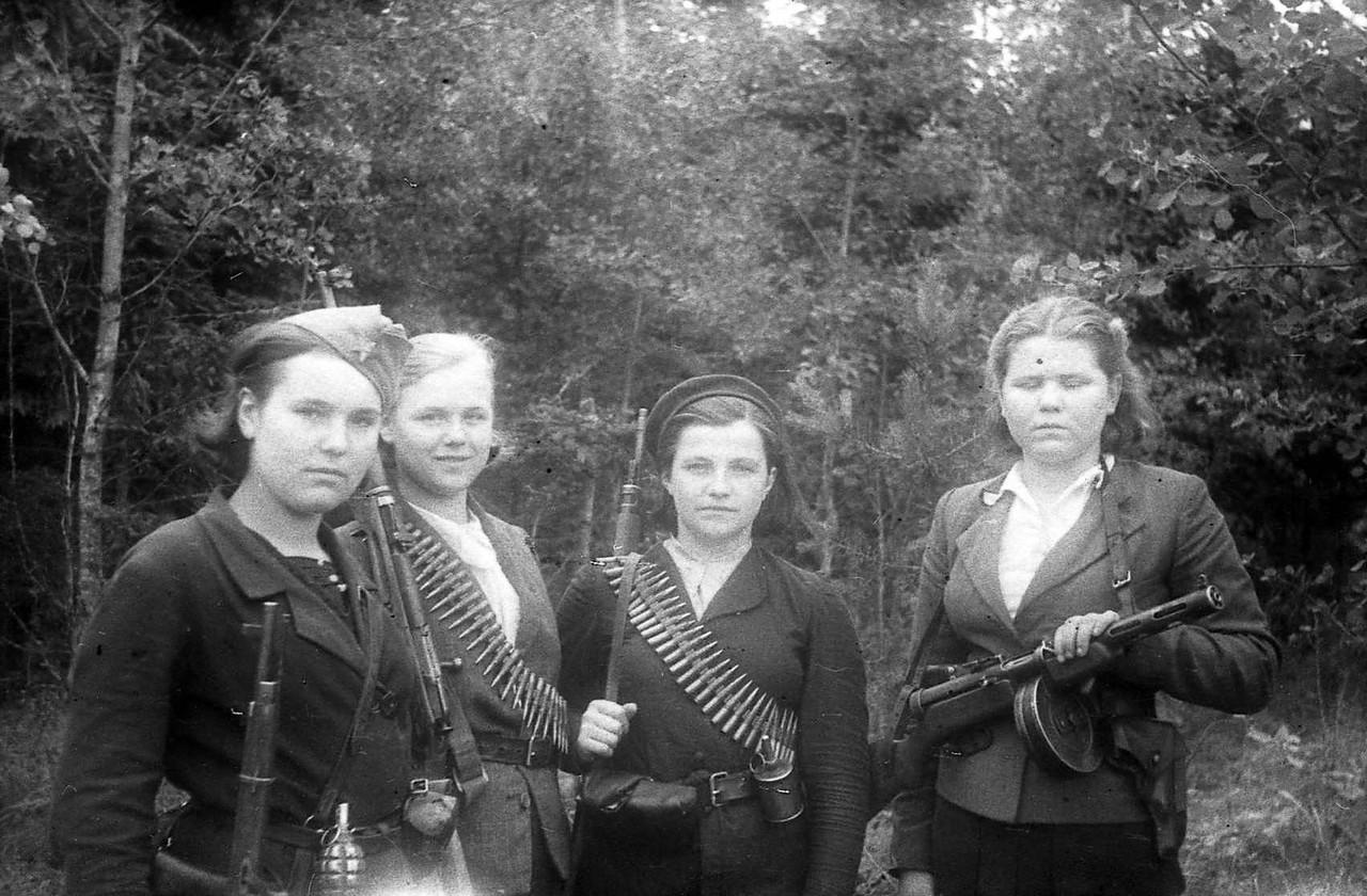 Девушки-партизанки времен ВОВ