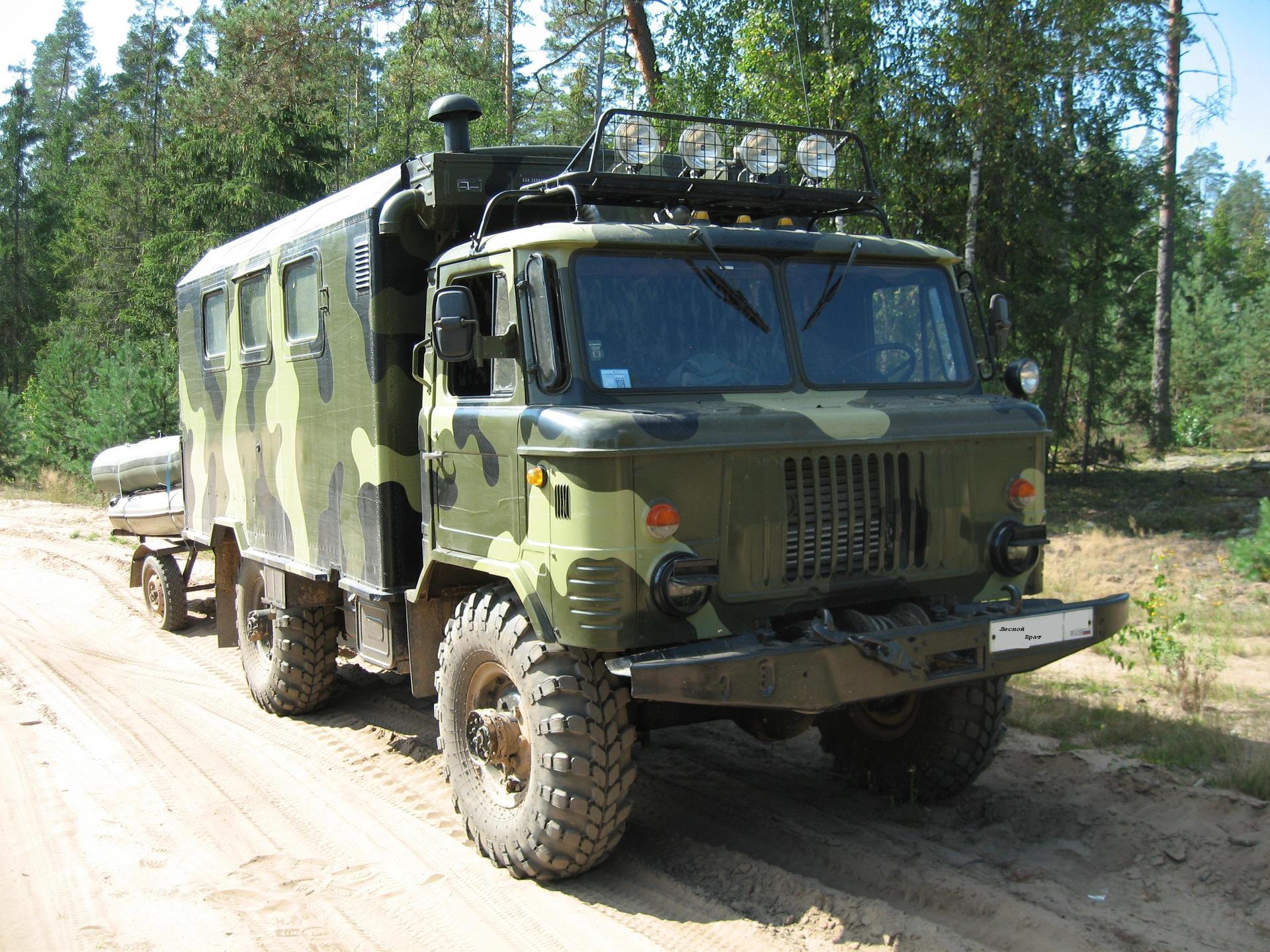 Грузовик военной раскраски