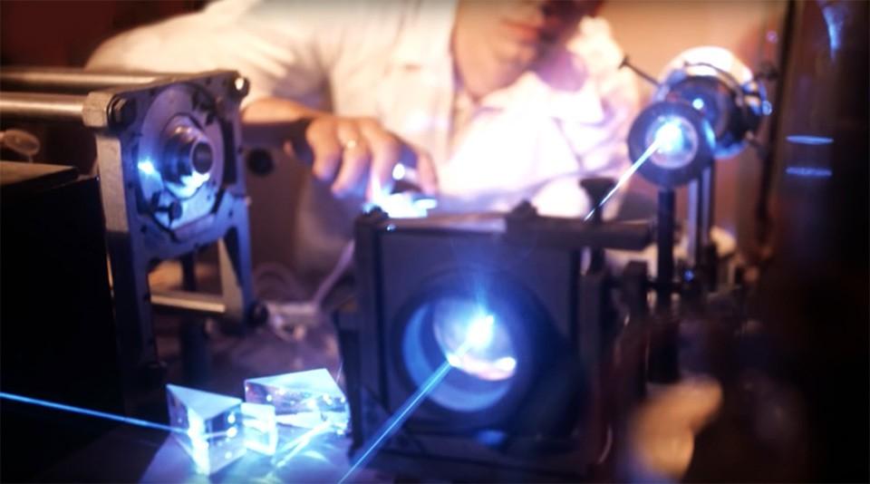 Опыты с лазерами