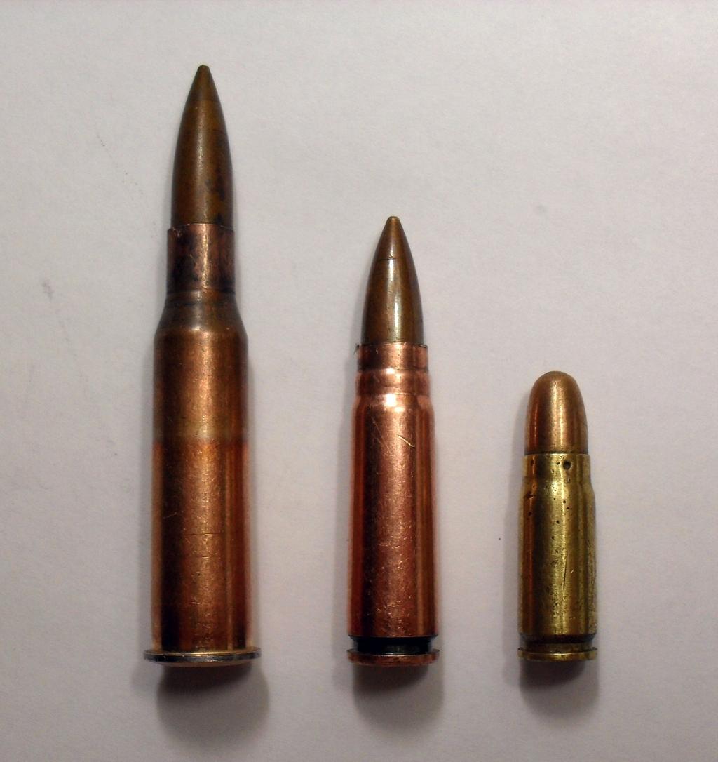 Патрон переходный по центру с винтовочного слева на пистолетный справа
