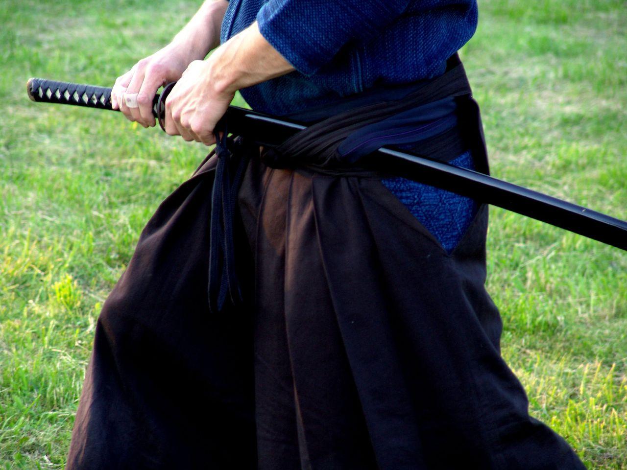 Так самураи носили катану