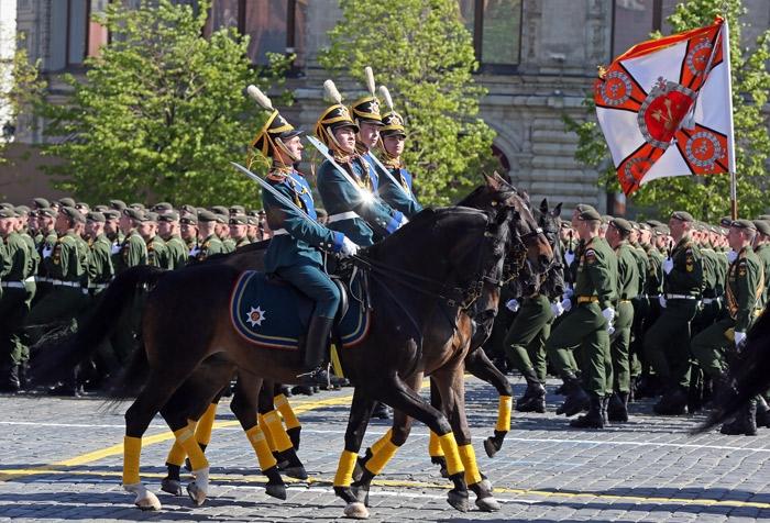 kavalerijskij-pochyotnyj-ehskort