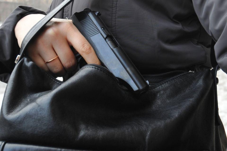 Пистолет в сумке