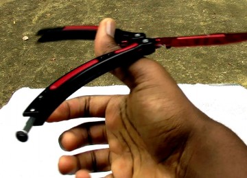 Нож-бабочка – порхающий в руках «сломанный рог»