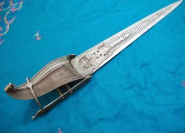 Кинжал индийских воинов — катар: история привилегированного оружия