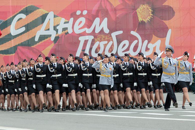 Курсантки полиции на параде