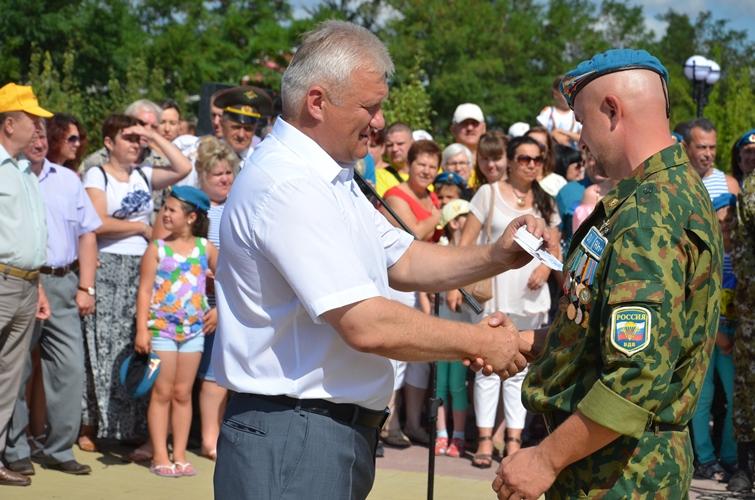 Награждение десантника