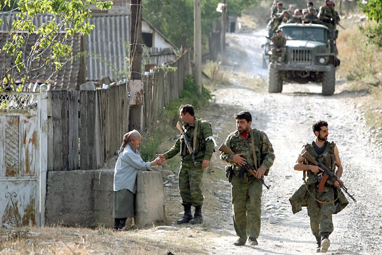 Солдаты в деревне
