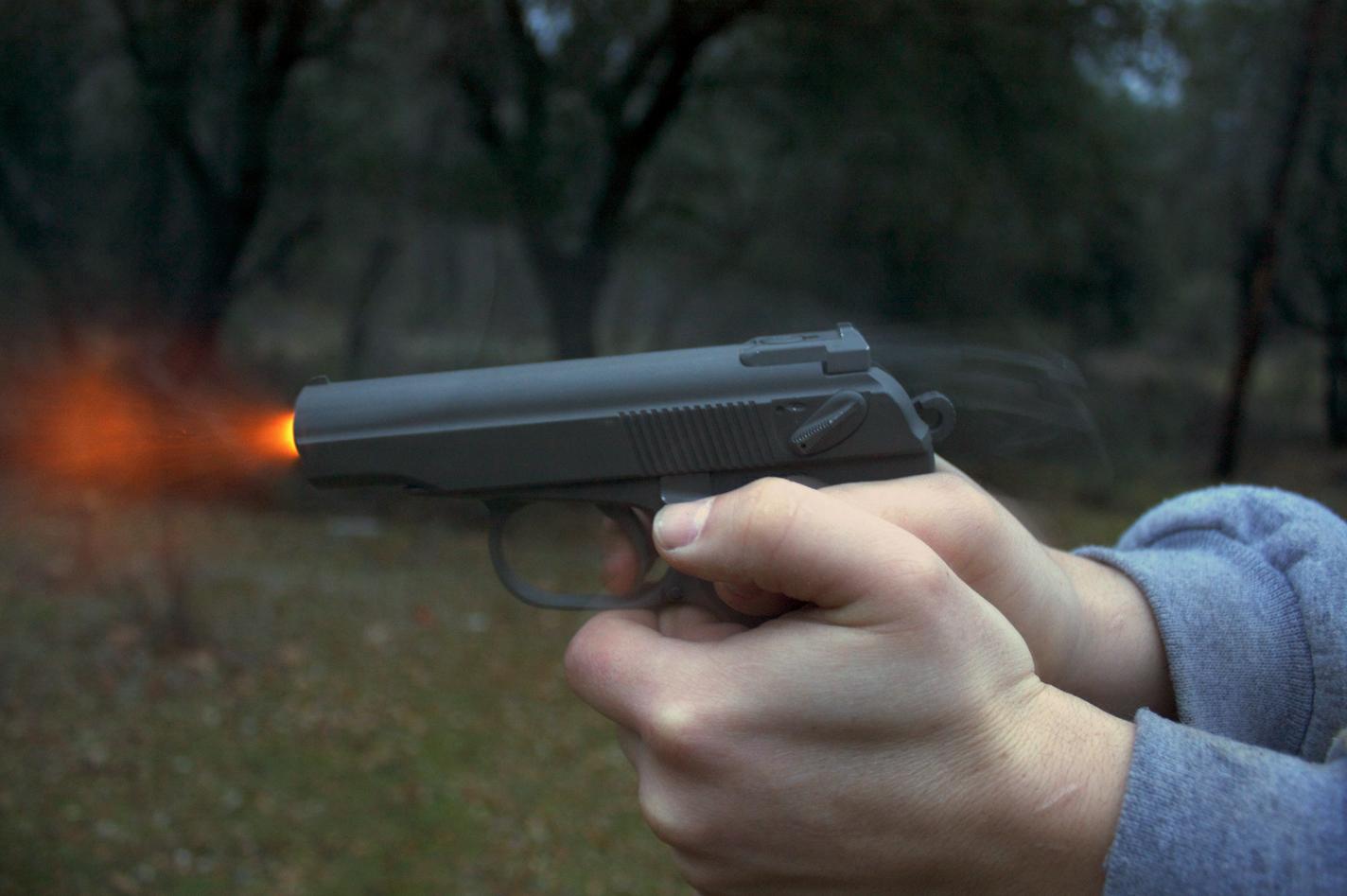Выстрел из сигнального пистолета