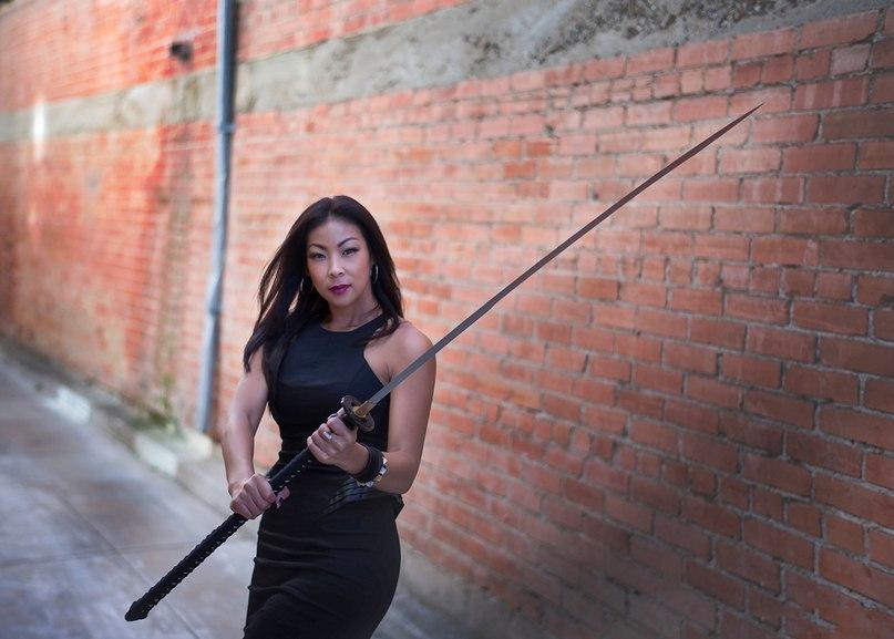 Женщина с нагамаки