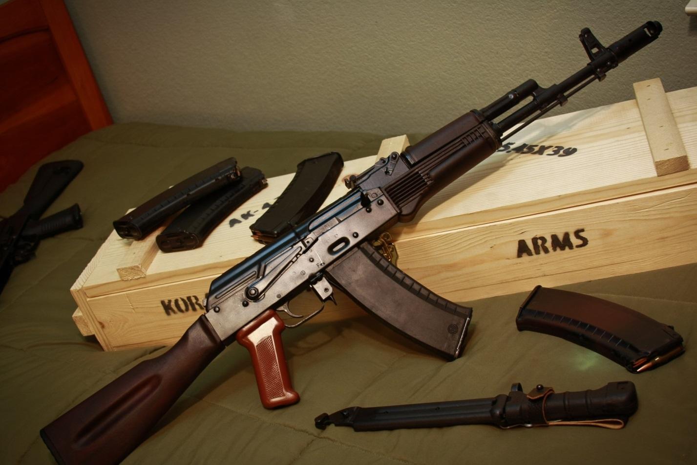 АК74 и штык-нож