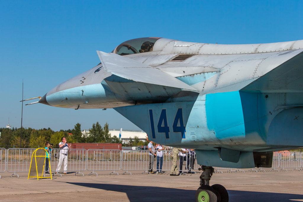 Дополнительное оперение МиГ 1.44