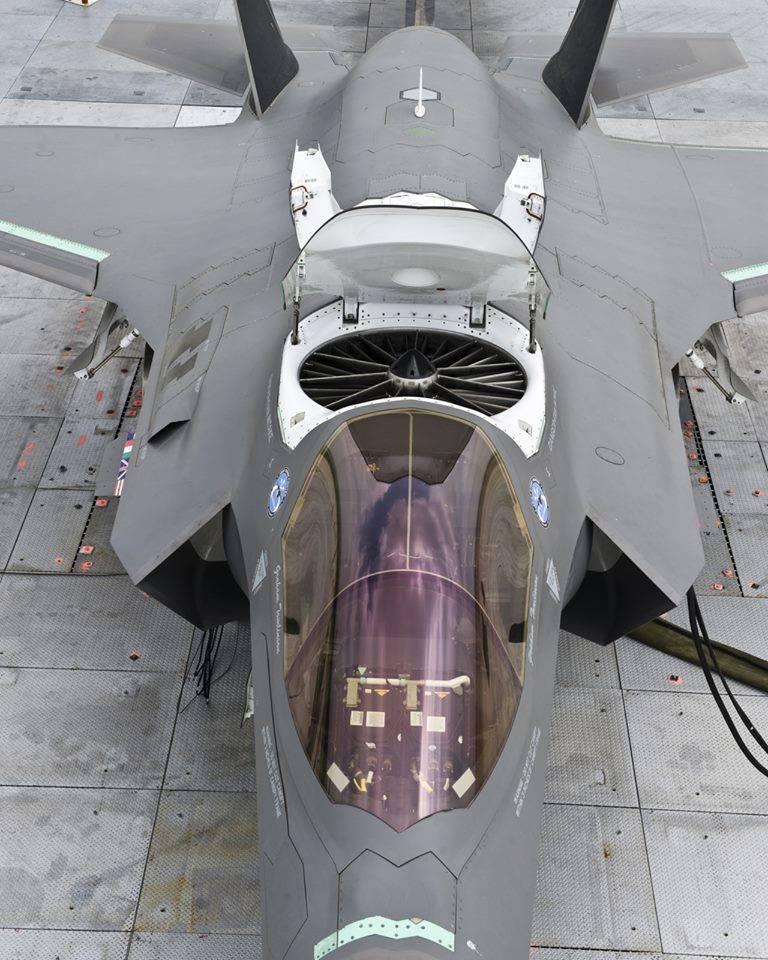 F-35B - самолет с вертикальной посадкой