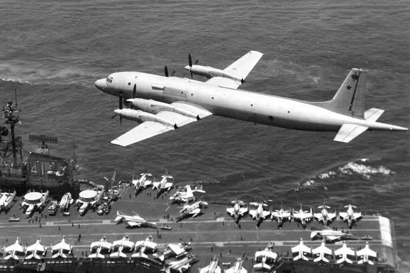 Ил-38 над авианосцем