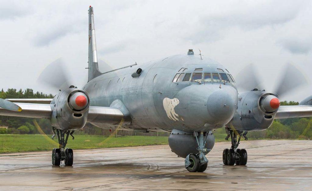 Ил-38 перед взлетом