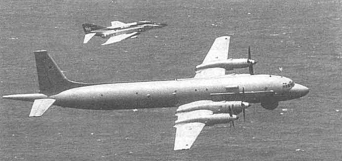 Ил-38 с истребителем
