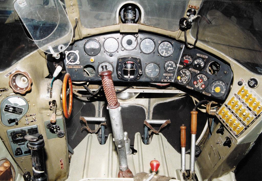 Кабина пилота Ми-1