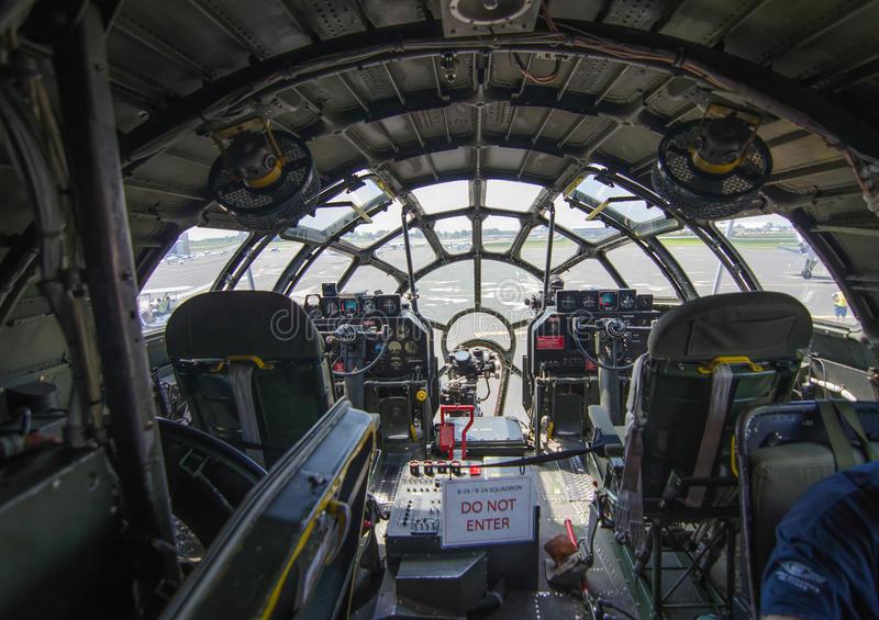 Кабина пилотов B-29
