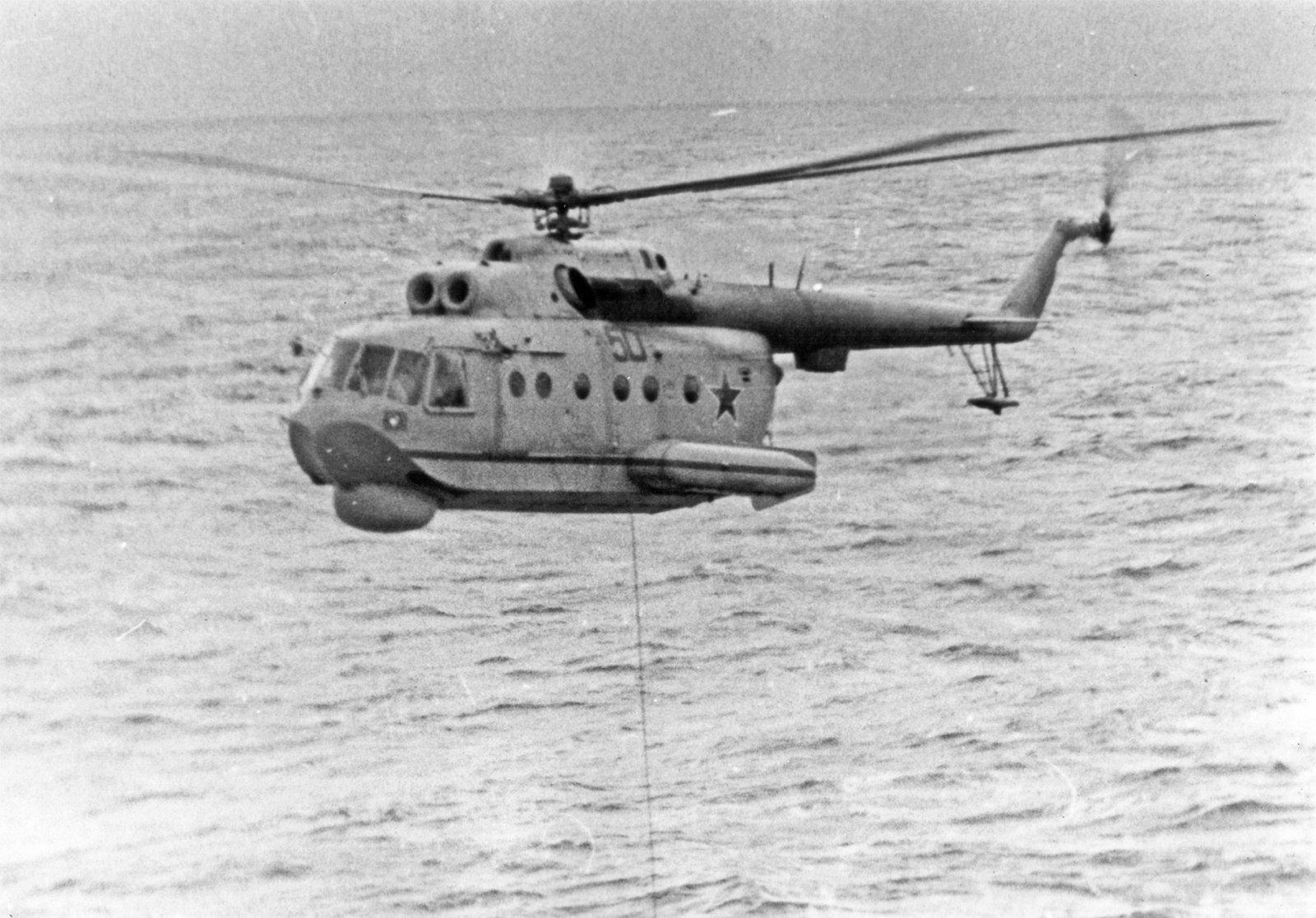 Ми-14 над морем