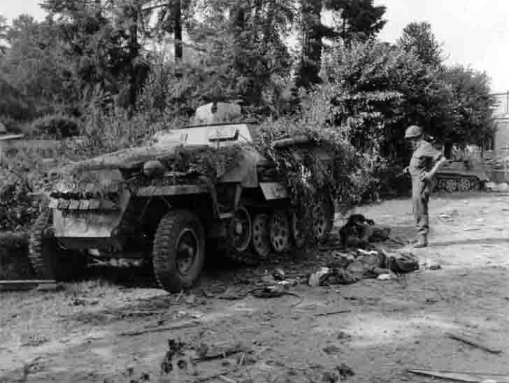 SdKfz 251 из уничтоженной колонны