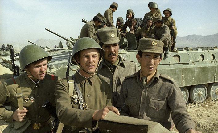 Советские и афганские солдаты