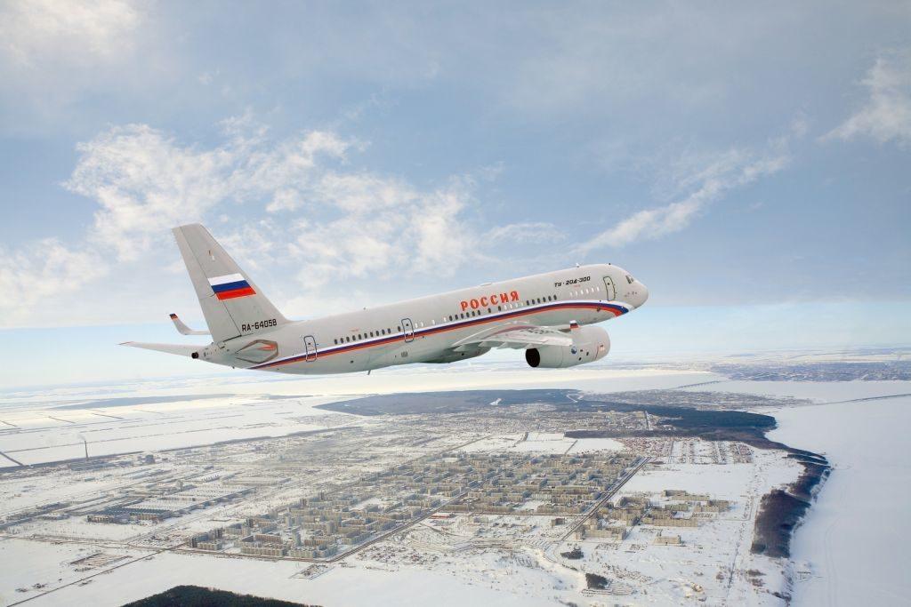 Ту-204 над городом