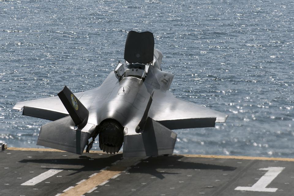 Взлет F-35