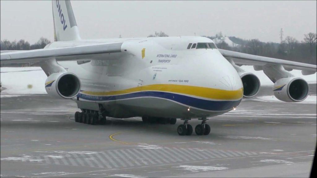 Ан-124 на аэродроме