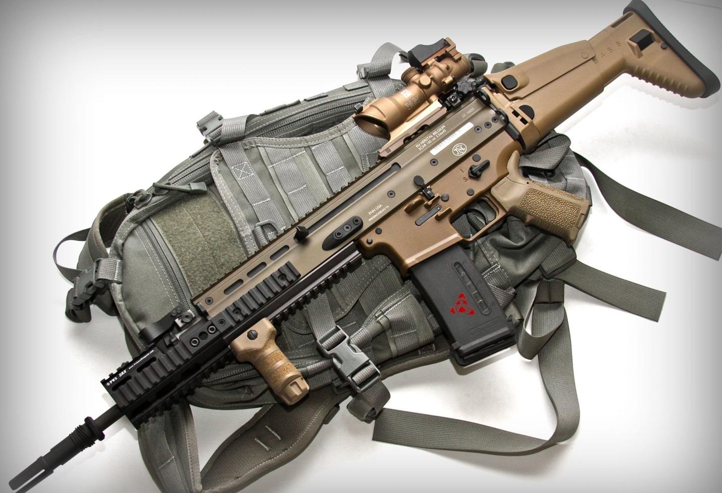 FN SCAR и рюкзак