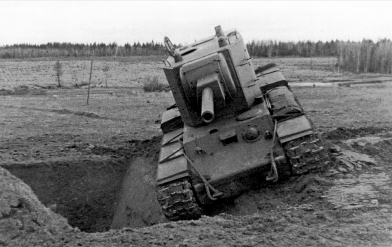 КВ-2 на полигоне