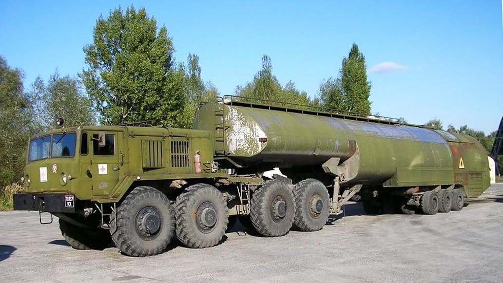 МАЗ-537 с топливозаправщиком ТЗ-60