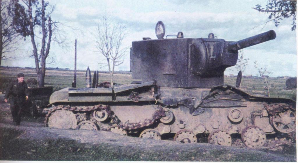 Подбитый КВ-2