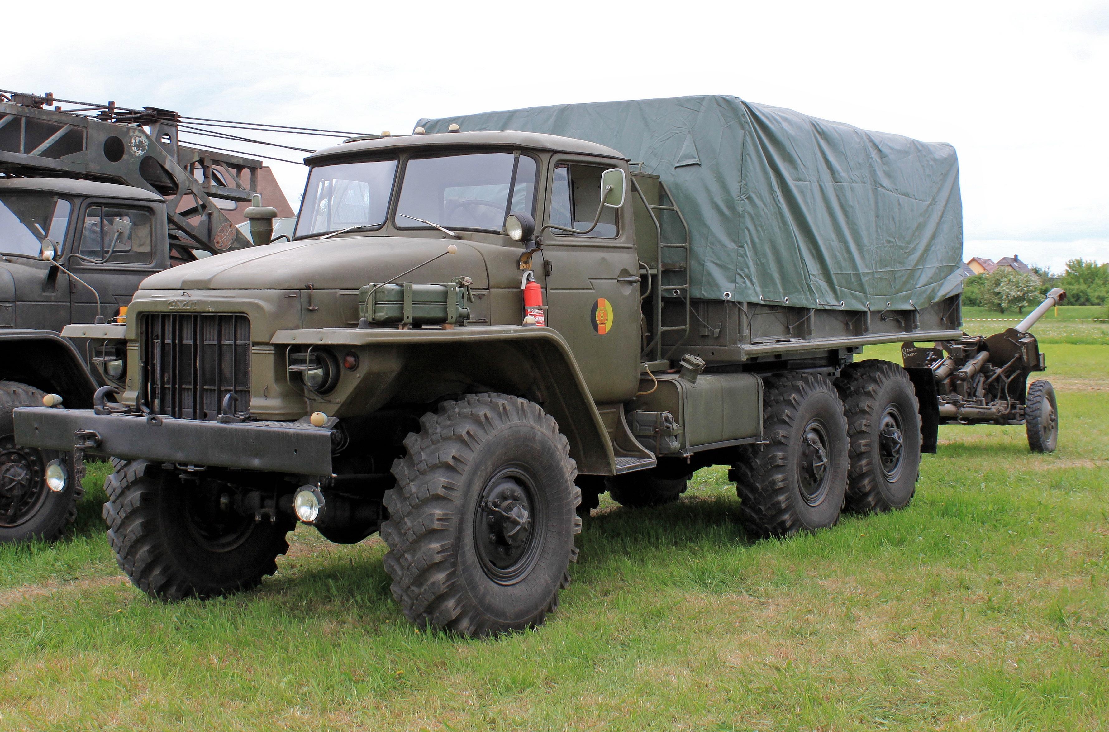 """""""Урал-375Д"""" и пушка"""