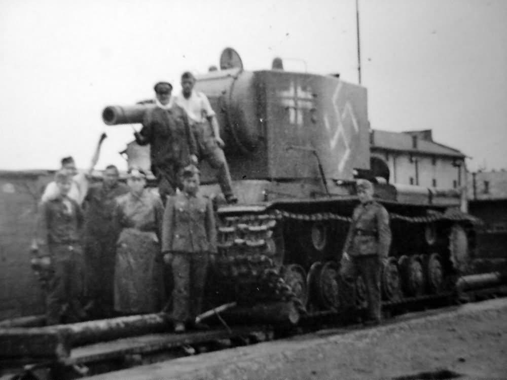 Захваченный КВ-2