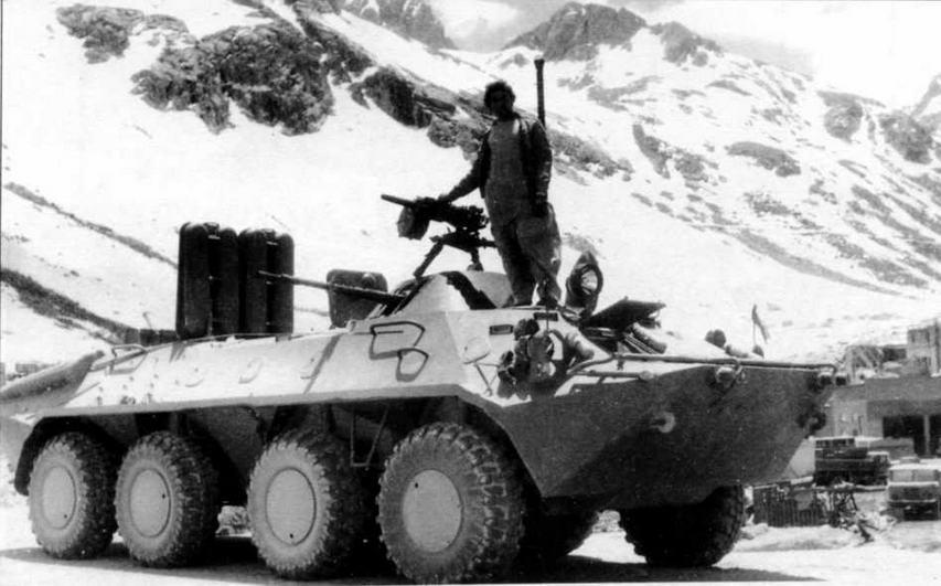 БТР-70 и солдат