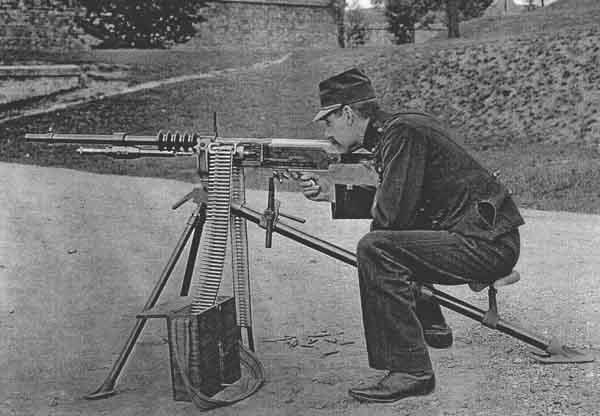 Пулемет Гочкиса с лентой