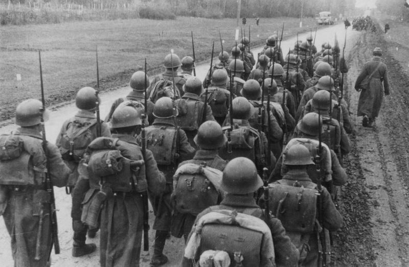 Солдаты в касках