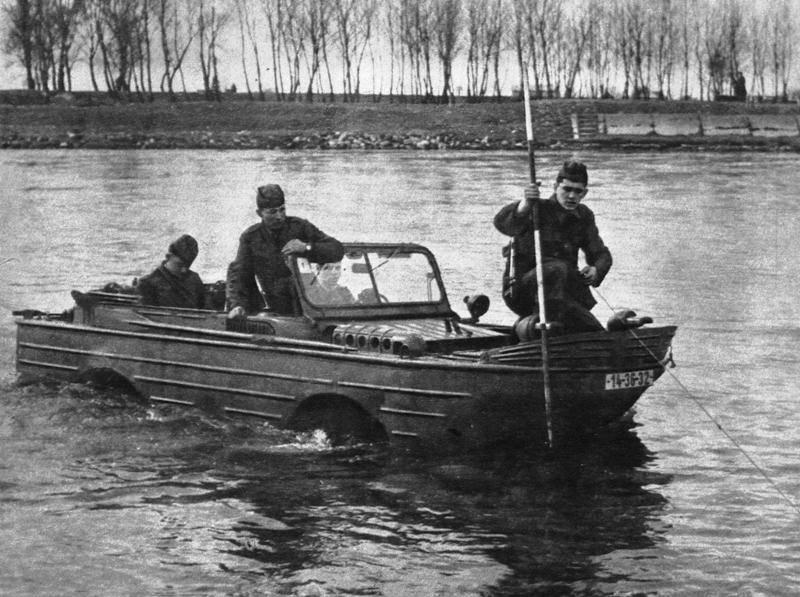 ГАЗ-46 в воде