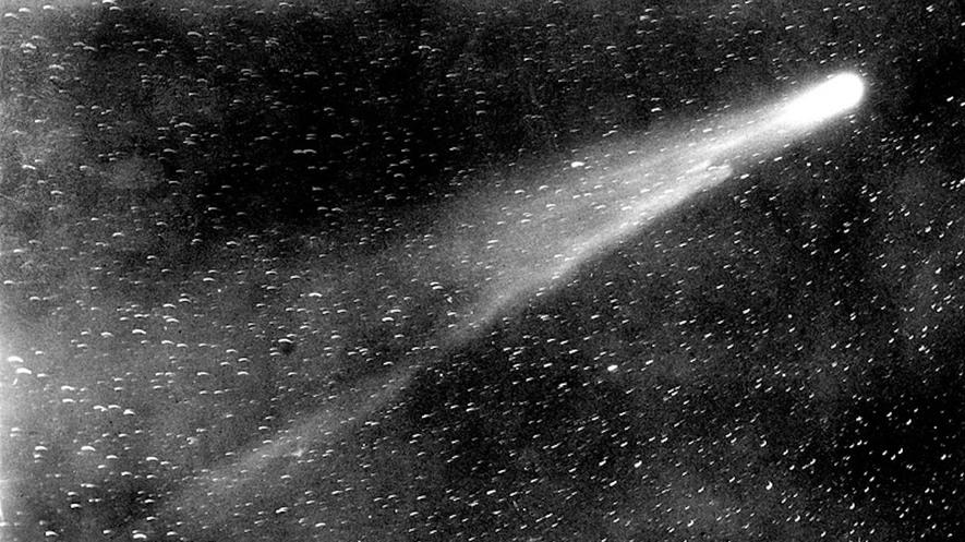 Первые снимки кометы Галлея
