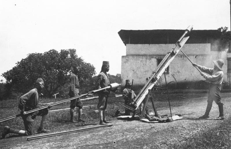 Первые запуски ракет