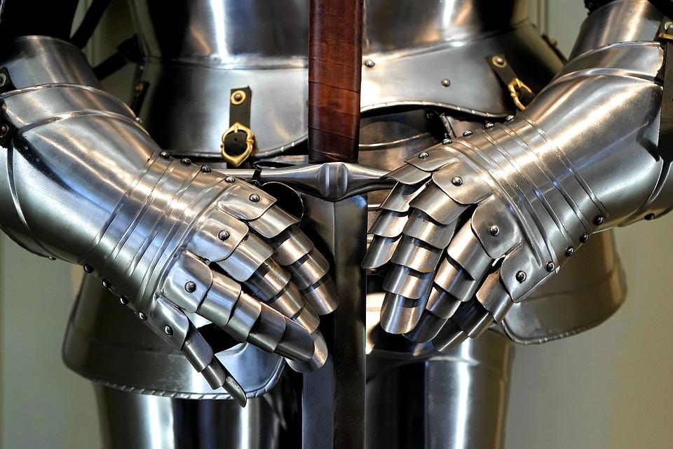 Рыцарские меч и латы