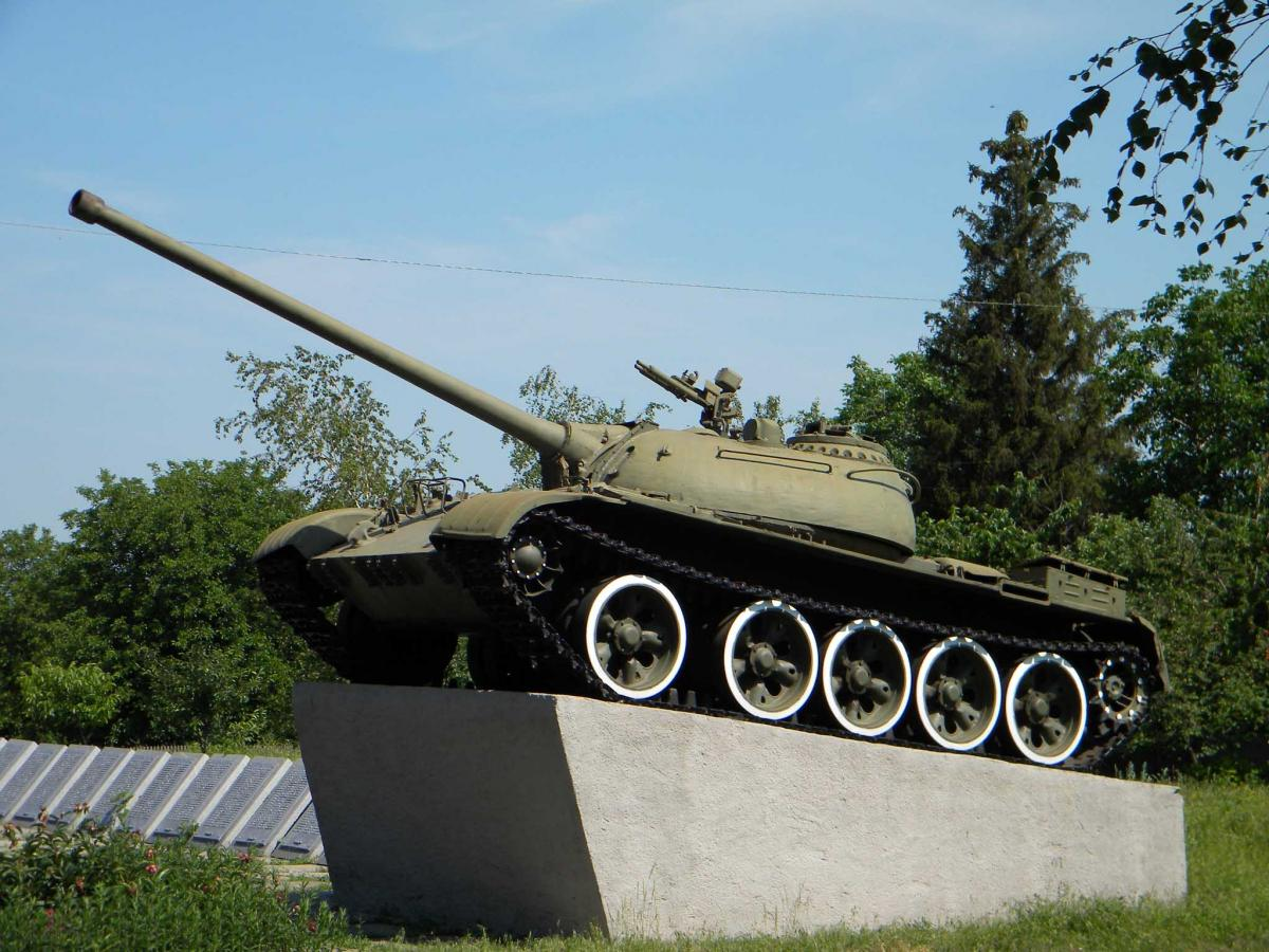 Т-54 на постаменте
