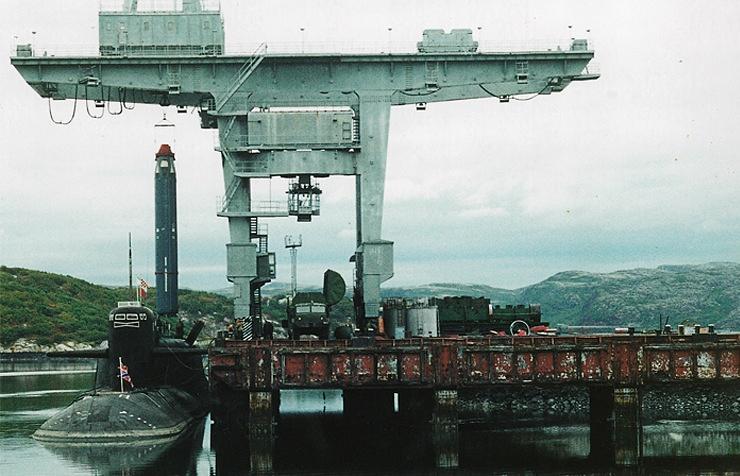 Загрузка ракет в шахту