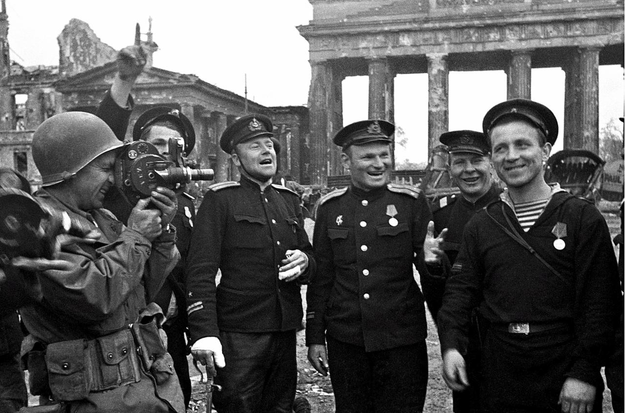 Морская пехота в поверженном Берлине