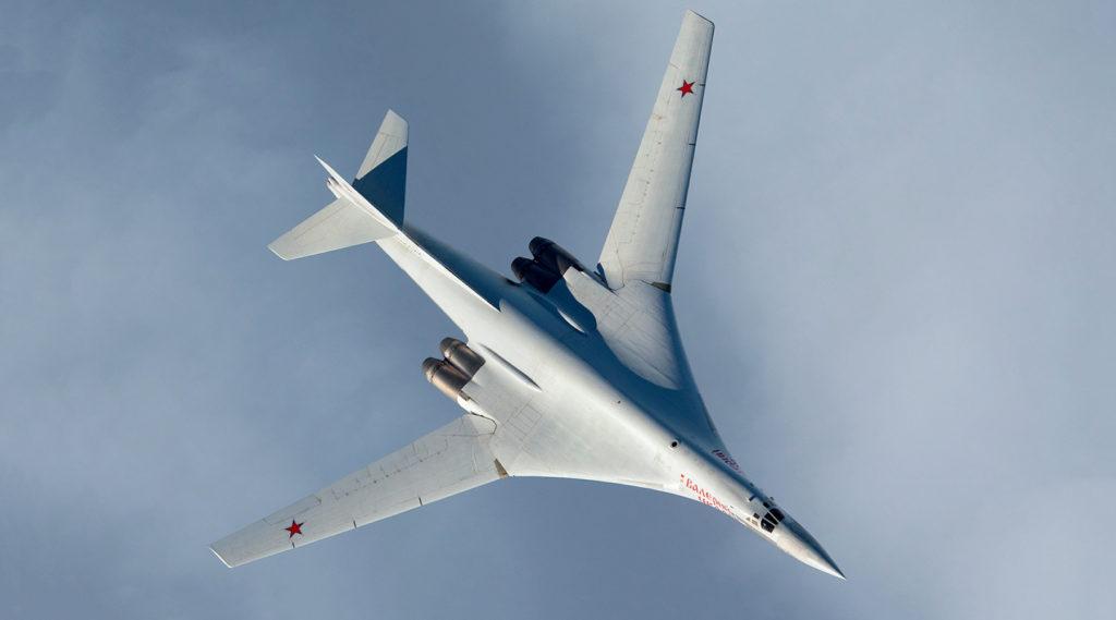 Ту-160 над облаками