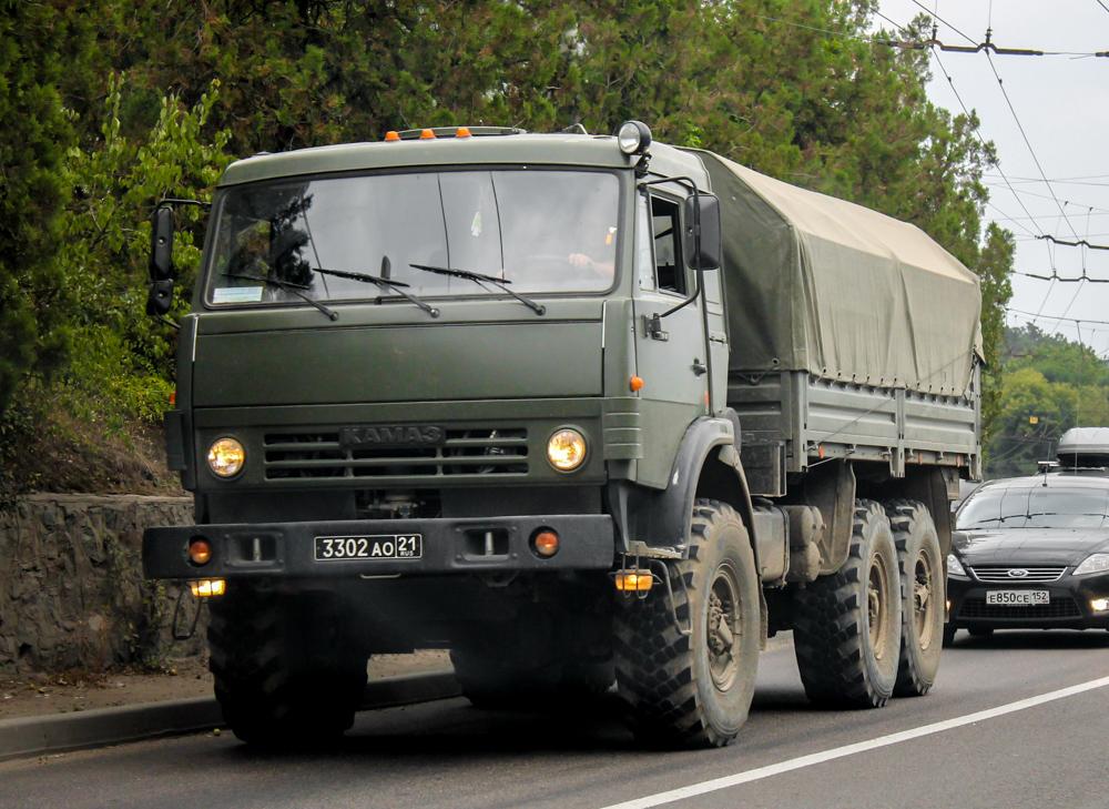 КАМАЗ-5350 на дороге