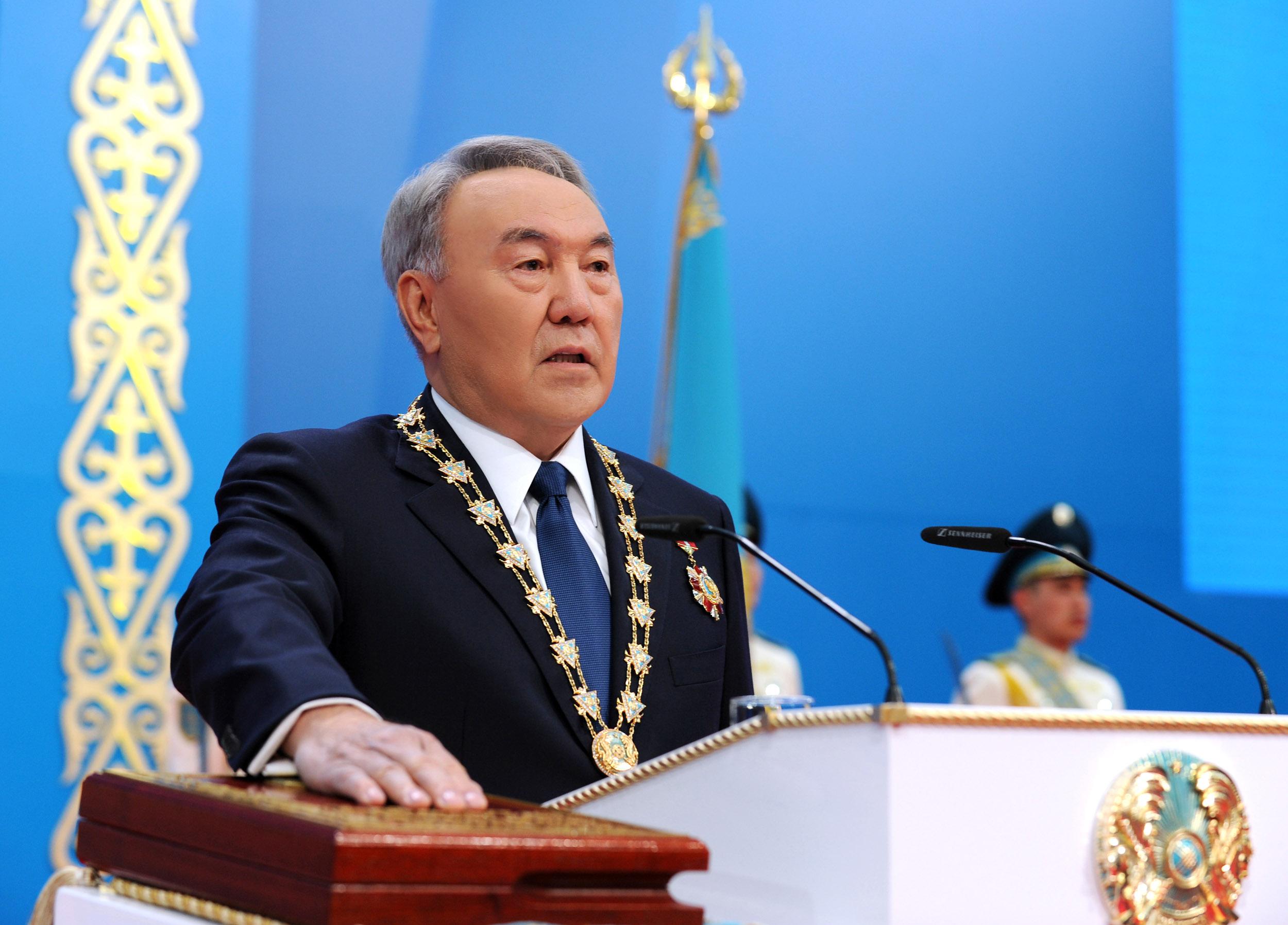 Назарбаев приносит присягу