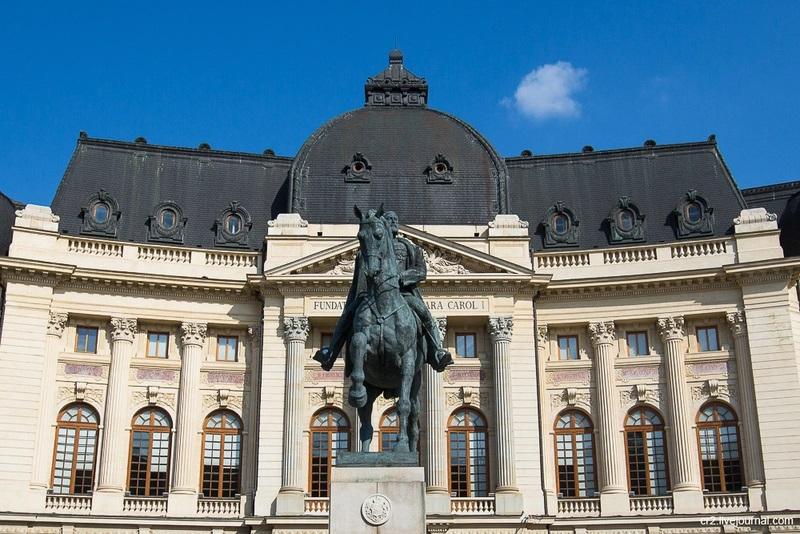 Памятник первому королю Румынии