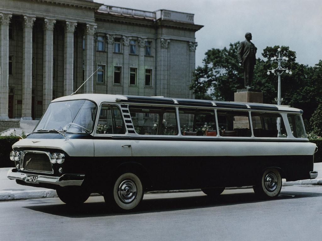 ЗиЛ-118 на дороге